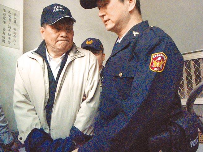 7年前涉及黑心混油案的大統長基公司負責人高振利(左),已獲准假釋出獄。(本報資料照片)