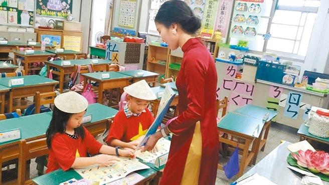 7種東南亞語去年9月起首列小學必修課程,但首年「新二代」選讀新住民語僅4成,今年倍增提高到7成。(蔡依珍攝)