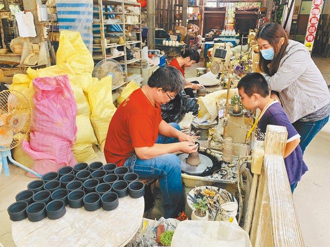 集集添興窯創立65周年,成為傳承陶藝重鎮。(廖志晃攝)