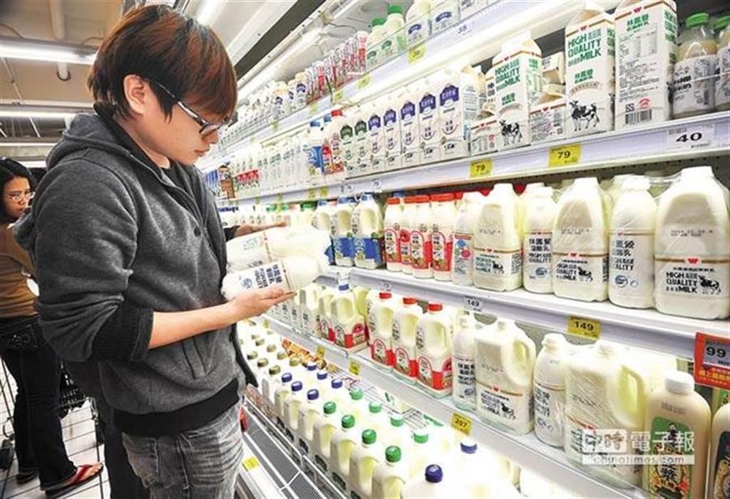 別再翻後排鮮奶了 20年量販店經理曝溫度控管才是保持新鮮、鮮奶不變質的關鍵。(示意圖 中時資料照)