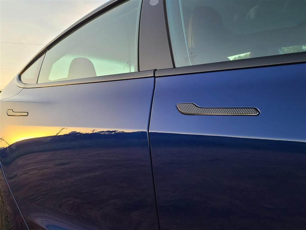 【配件】Model 3 碳纖維風味 ABS 四門把手貼分享