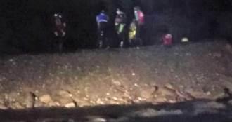 8男女泡野溪溫泉受困 驚魂一夜警消助脫困