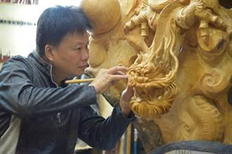 展現三義木雕藝術創作能量 官小欽獲臺灣工藝之家工藝師認證