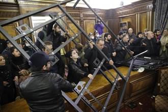 亞美尼亞簽停火協議  抗議民眾闖政府國會洩憤