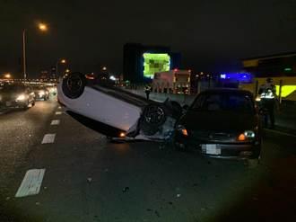 「車子怪怪的」停台64線路邊 女駕駛害後方車輛翻車