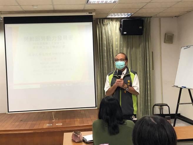 新竹市總工會理事長莊鑑川表示,結訓的30位學員回到社會上去,幾乎都可獨當一面成為各職業創業者或從事人員。(陳育賢攝)