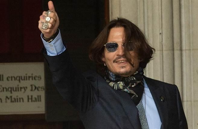 強尼戴普雖被迫辭演,但日前已為《怪獸3》開拍一天,照合約規定,近3億片酬應能全數入袋。(圖/達志提供)
