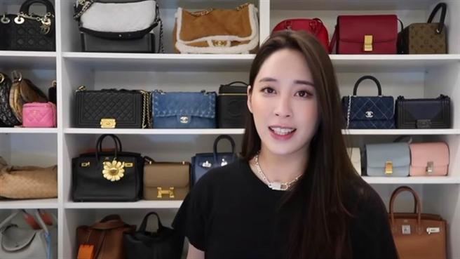 藝人歐陽妮妮日前在YouTube影片中介紹她身後的整面名牌包,遭網友酸連「Hermès」都不會唸。(圖/截自YT@歐陽妮妮)