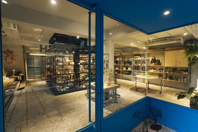 圖二:一樓店內空間為選物店,利用可活動的鐵架營造些許工業風氛圍。(Nest巢家居提供)