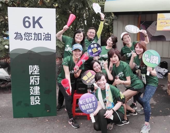 陸府建設組隊參加田中馬拉松,活力十足,跑出健康與向心力。(盧金足攝)