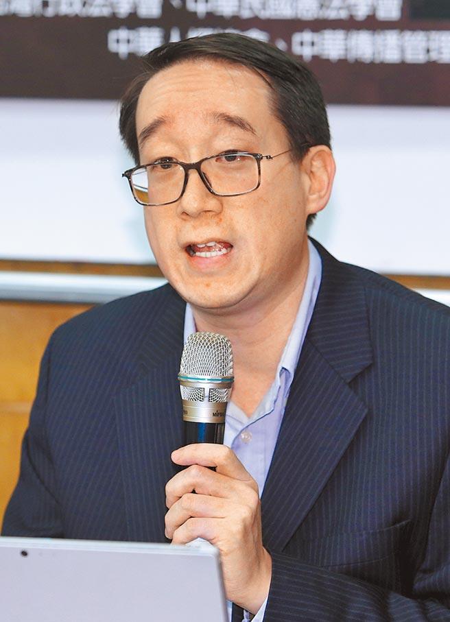 政大法律學系副教授劉定基9日強調,衛星頻道沒有使用到稀少無線電波頻譜問題,NCC審查應採寬鬆標準。(黃世麒攝)
