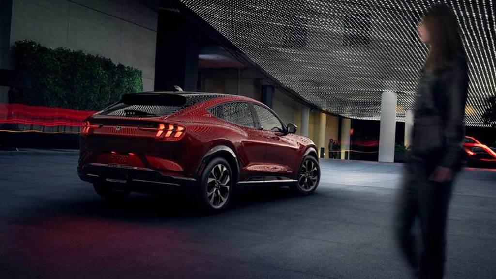 福特電動車一發接一發:野馬平台還會有新車、投資 28 億元開發 EV 商務貨卡