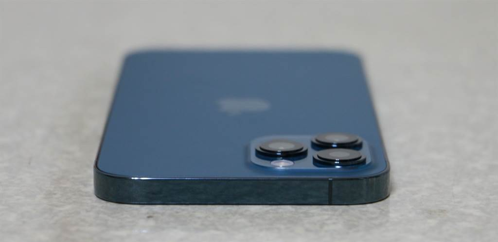 iPhone 12 Pro Max太平洋蓝顶部。(摘自苹果官网)