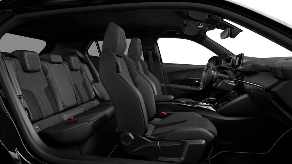 相較前代車型,新世代2008軸距加長68mm,加強後座乘坐空間。