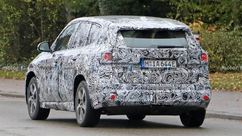 BMW iX1 電動小休旅原型車首度現身:入門高階雙版本,250 匹最大馬力