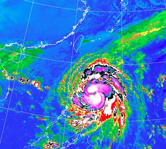 梵高轉中颱!明最接近台灣 這天雨最大