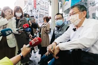 柯文哲搭「新聞自由」公車 諷民進黨雙標