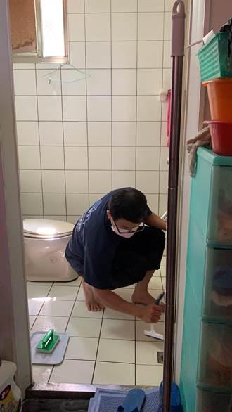 長輩最怕浴室跌倒!東區改善獨老浴廁環境 減少浴室滑倒機率