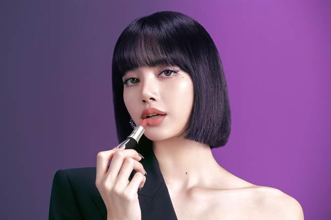 M·A‧C全新全球品牌代言人Lisa演繹時尚妝容。(M·A‧C提供)