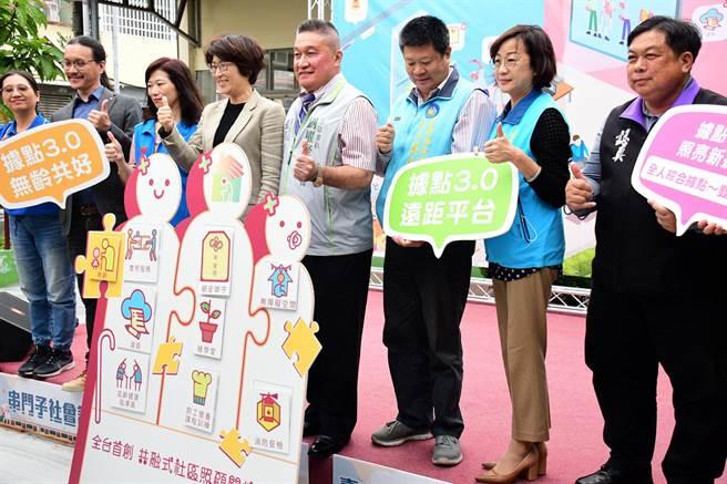 台東縣政府打造共融式社區照顧關懷據點3.0,11日正式啟用,縣長饒慶鈴邀請大家一起快樂變老。(莊哲權攝)