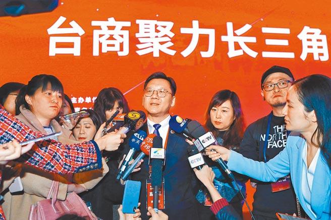 2019年12月5日,台商參與長三角一體化發展活動在上海舉行,全國台企聯會長李政宏(中)受訪。(中新社)