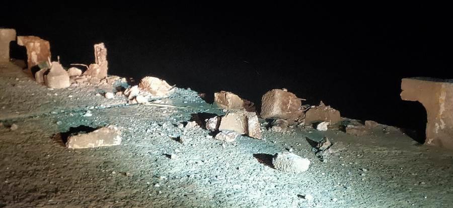 台中港南外堤內側受損及有擦撞刮痕。(民眾提供/陳淑娥台中傳真)