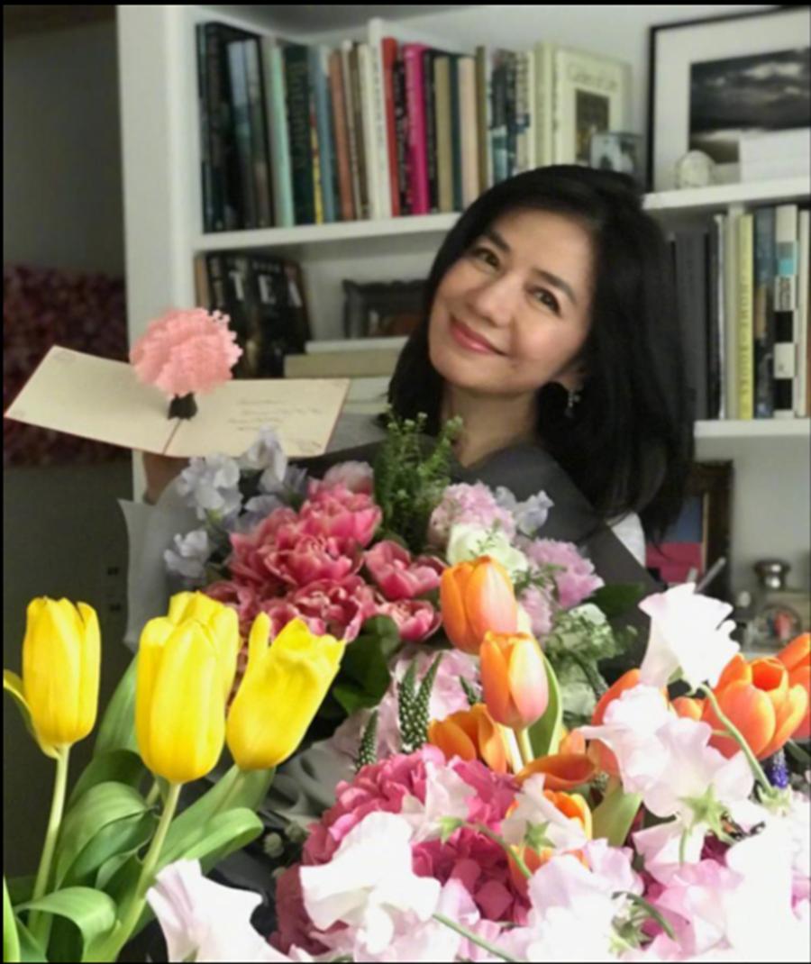 锺楚红在闲暇时 喜欢种花和画画 (图/ 翻摄自微博)