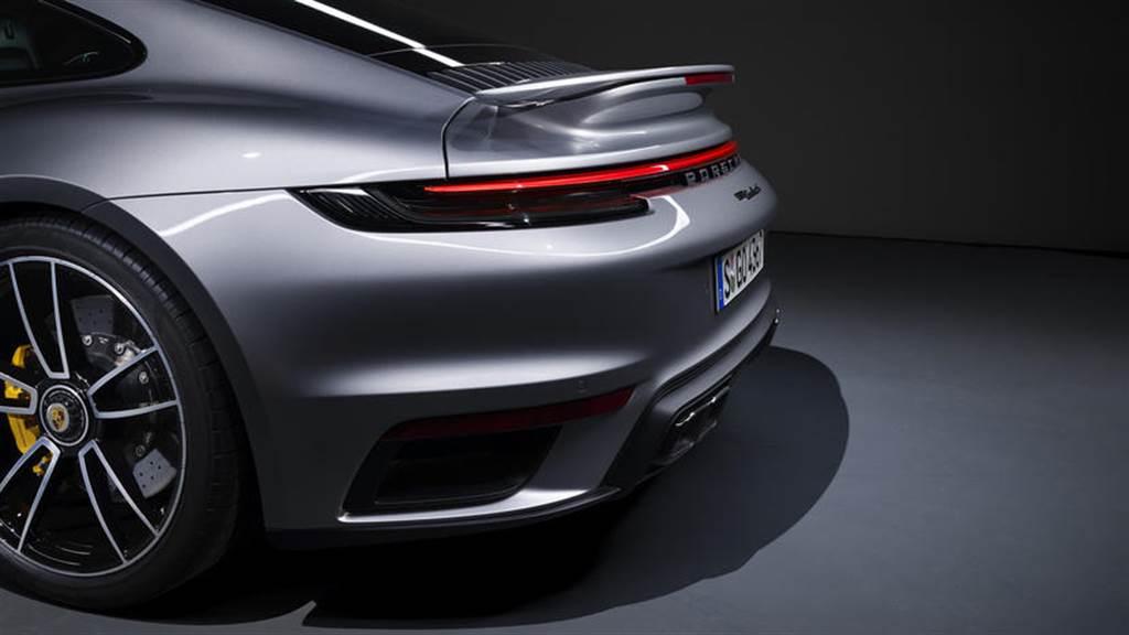 保時捷 911 會死守燃油引擎:油電 OK,純電動力沒意義!