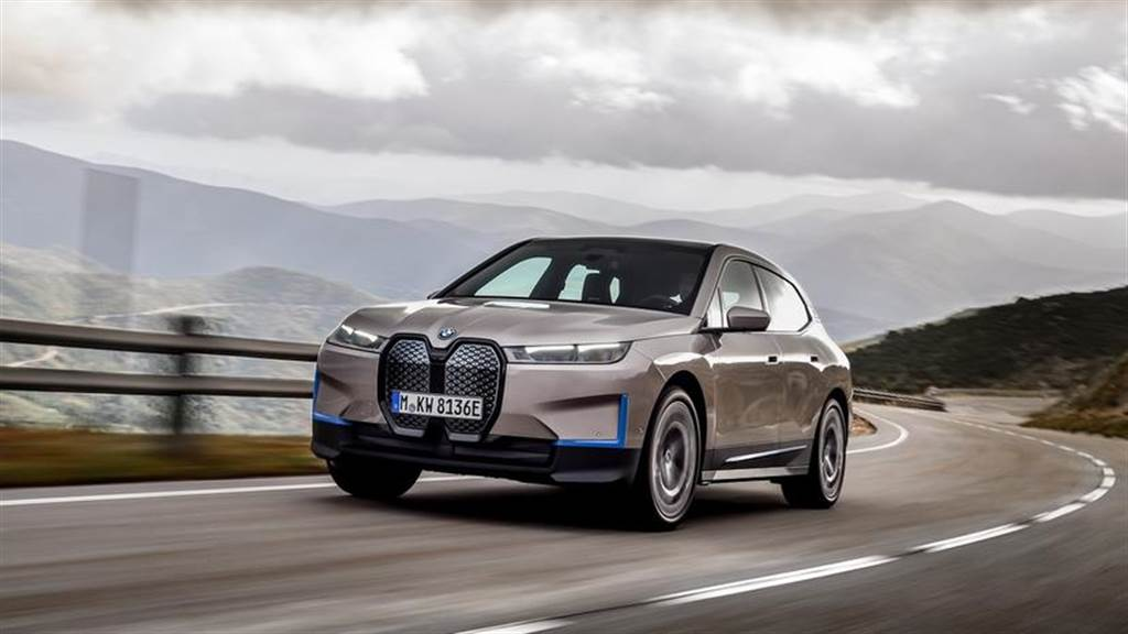 BMW iX 旗艦電動車登場:華麗運動休旅有 600+ 公里續航力,2021 年底上市