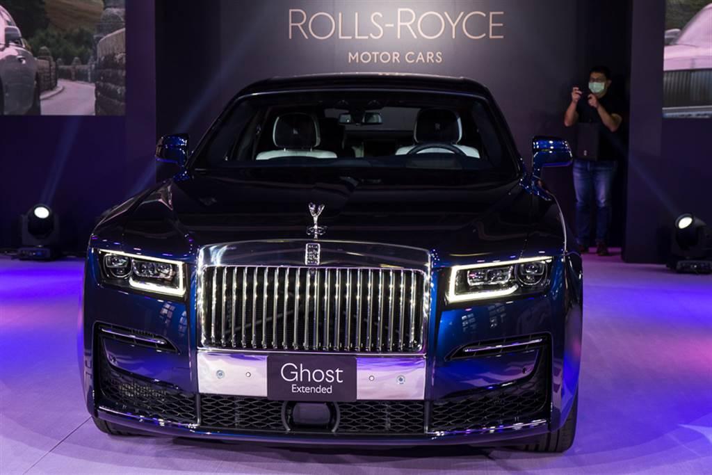 除了搭載車壇頂尖科技的雷射頭燈,採用全新設計語彙的LED水箱護罩,展現王者氣勢。