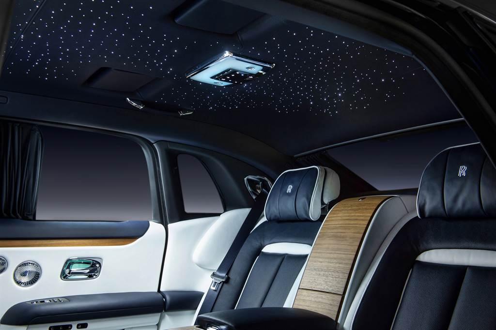 全新Ghost經典星光車頂,讓每一趟旅程都如同魔毯一般的夢幻。
