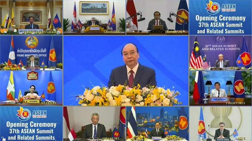 受疫情影響,本次東協峰會以視訊方式進行。(圖/美聯社)