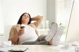 整天等天上掉錢 只想躺著耍廢不上班的3星座