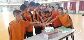 學童考試滿分獲免費蛋糕 烘焙屋老闆正能量鼓勵