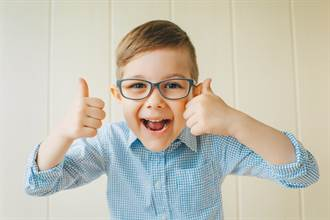 小學作業問「可否將愛傳給長輩」 童神回3字網笑翻:有前途