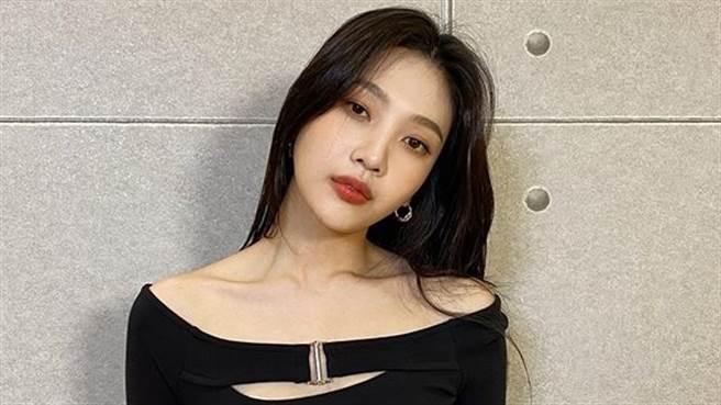 24歲Red Velvet JOY秋冬裡照耍辣 中空造型風一吹洩水蛇腰(圖/IG@_imyour_joy)