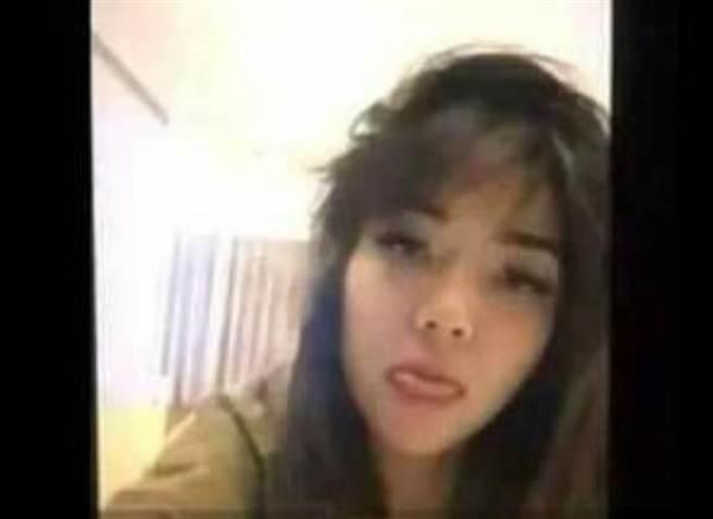 性愛片中的女主角神情陶醉,網友直指是印尼當紅女歌手吉塞拉。(圖/翻攝自推特@fajaronline)