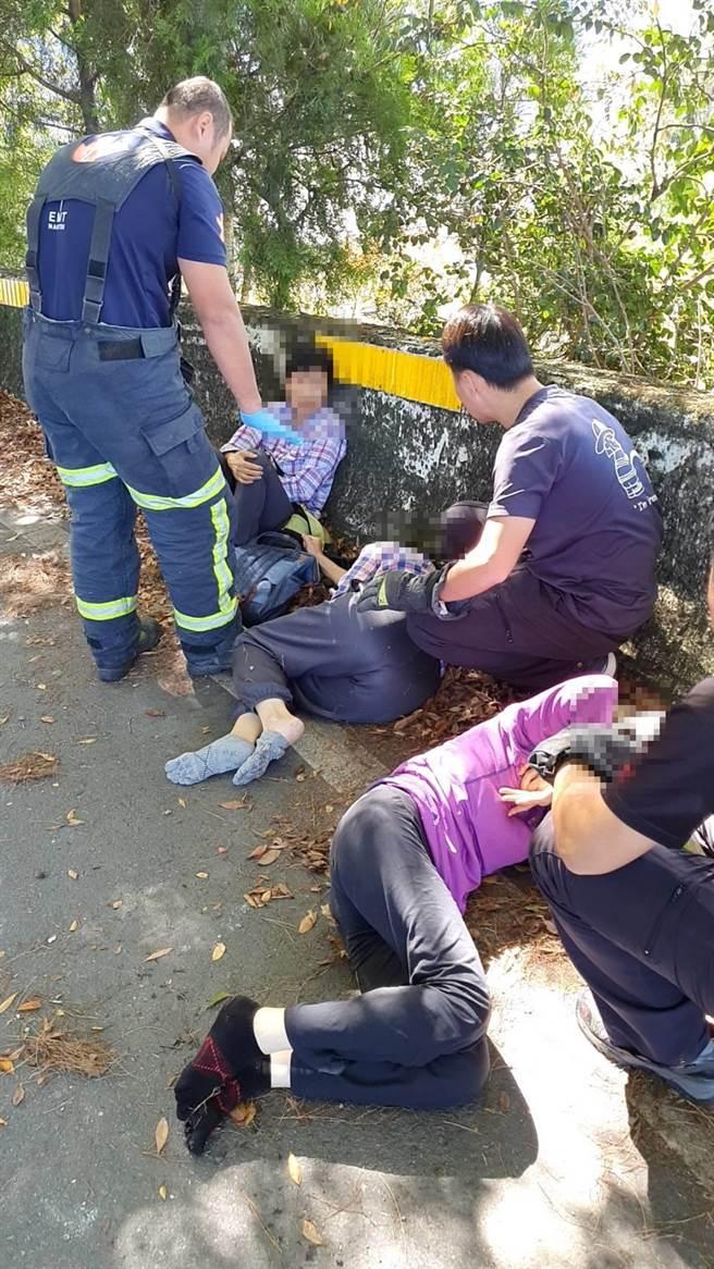 南投消防救護隊緊急為4名女性傷患急救(民眾提供/黃立杰南投傳真)