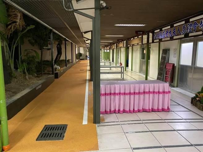 棕色鋪面為大體(運棺)的通道範圍,改建前是花圃;讓往生者走的更有尊嚴。(林祈烽服務處提供/陳世宗台中傳真)