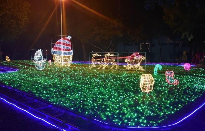 屏東聖誕節近日於屏東公園試燈,已經吸引不少網友搶拍。(林和生攝)
