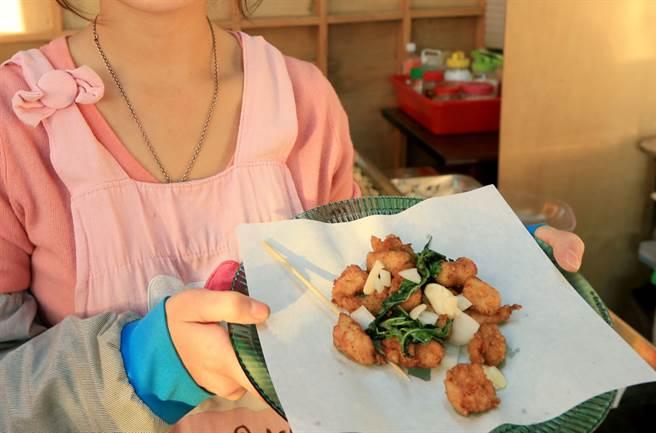 大蒜生吃有助抗癌,那麼吃炸物像是鹽酥雞的時候,配上大蒜是否也有同樣功效?營養師有話說。(圖/中時資料照片 黃國峰攝)