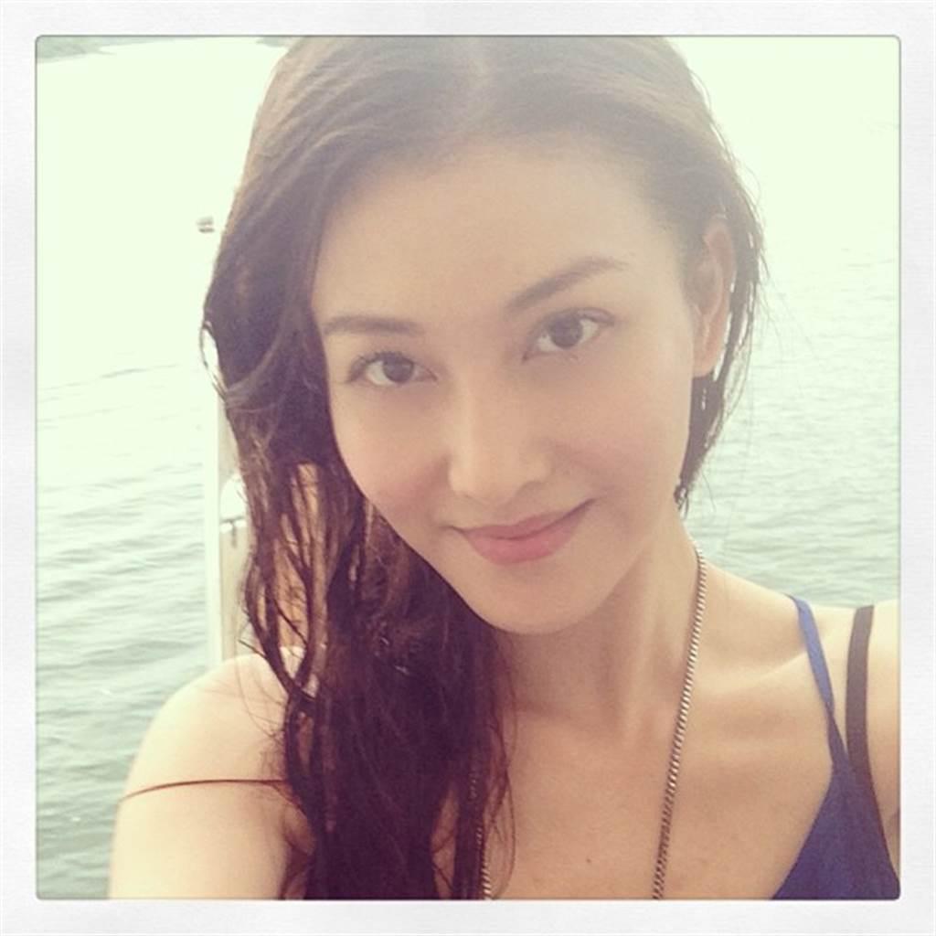 李彩华2011年在陆剧《回家的诱惑》饰演反派艾莉,让她人气攀升。(取自李彩华IG)