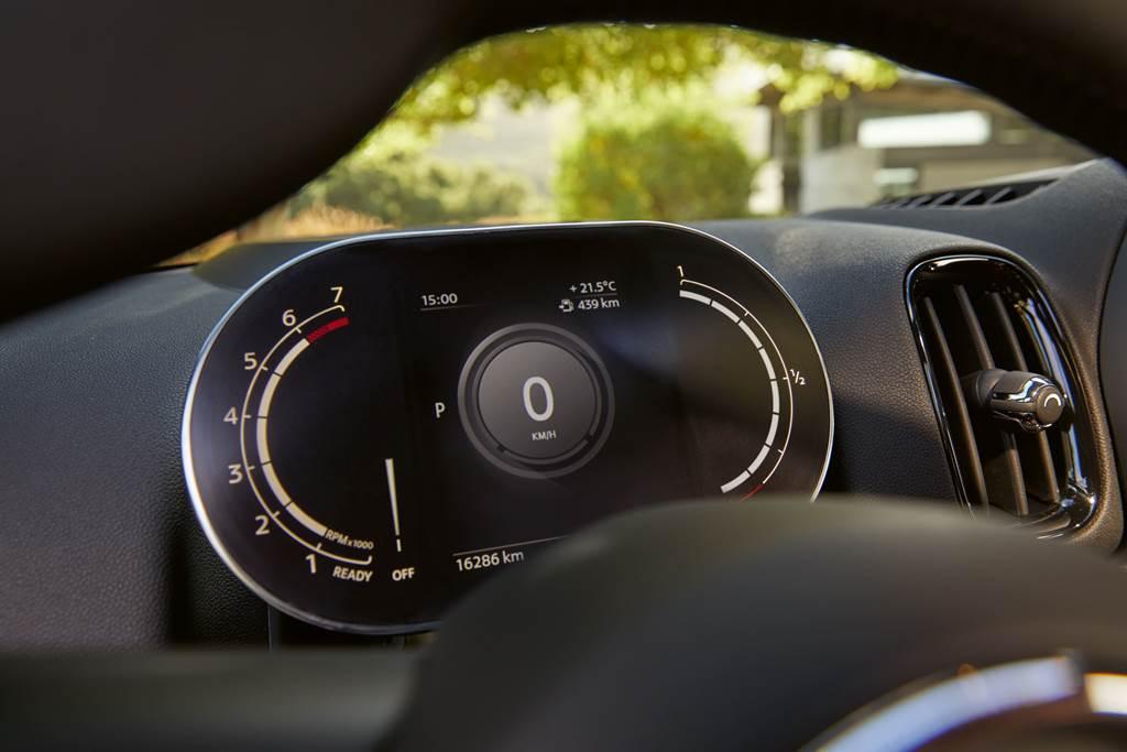 MINI整合式數位儀表清晰提供行車資訊,為座艙增添創新科技氛圍。