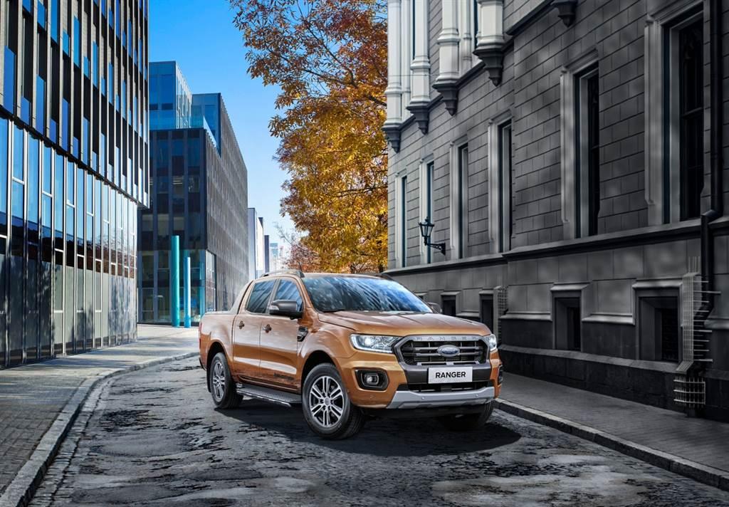 48%的Ford Ranger車主認為外型設計是購車考量因素之一,其美式跨界皮卡的強悍外型,搭配經典六角形水箱護罩,並增添鍍鉻飾件強化美式風格,結合動感和潮流感的設計。