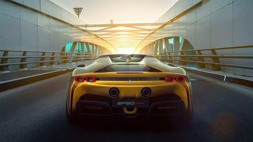 Ferrari SF90 Spider亮相!堪比Coupe的造型與空力效能