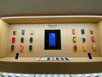 蘋果最大、最小 iPhone新機開賣 陰雨、零優惠仍吸果粉連5天排隊搶頭香
