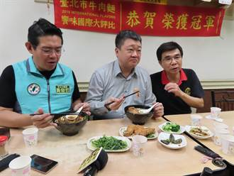 民進黨主委何博文拜會皇家傳承牛肉麵 感謝店家體諒