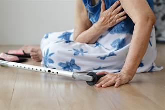 骨折動彈不得!90歲獨居阿婆靠吃「盆栽泥土」存活兩天