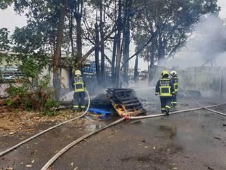 中市西屯廢棄物起火 延燒兩部貨車