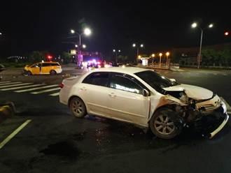 計程車撞自小客 小黃車頭幾乎全毀 6月大嬰兒及6成人送醫